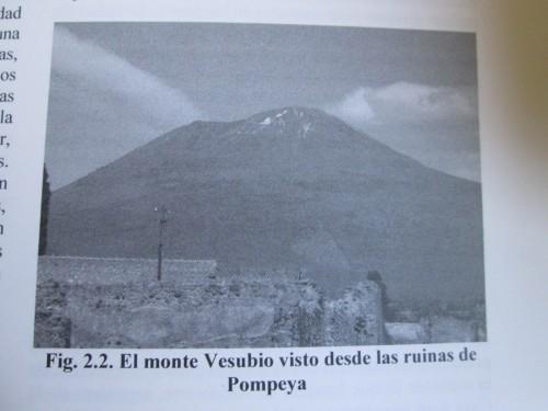 Fotografía del Vesubio desde Pompeya recogida en el volumen de Estudios Arqueológicos del Área Vesubiana I