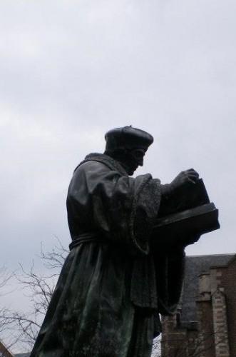 Estatua de Erasmo en Rotterdam (Fotografía de Francisco García Jurado)