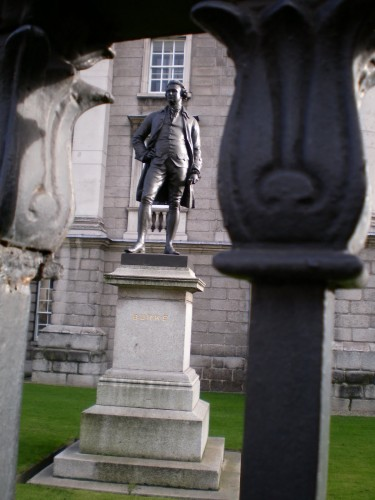 Estatua de Edmund Burke que hoy día puede verse en el Trinity College de Dublín (fotografía de F. García Jurado)