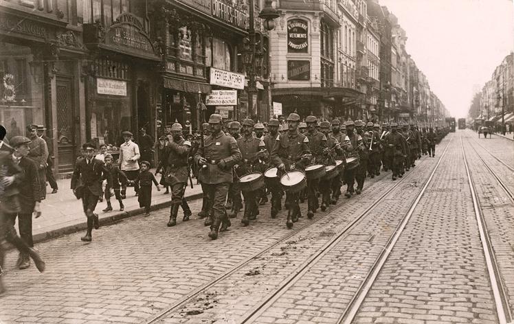 Parade de la garde, rue Nationale à Lille, AdN, 30 Fi guerre 14-18/278
