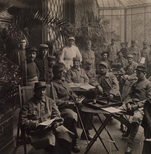 Lyon. Le jardin du blessé, près du Parc. La salle de lecture et de repos, photographie, 1915, Bibliothèque municipale de Lyon (Res151075).