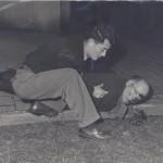 Chauvin à la rescousse d'un manifestant blessé. Béthune 1948.