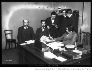 1911 Tribunal révolutionnaire dans les bureaux de la Guerre sociale, amis d'Almeyreda, source Gallica