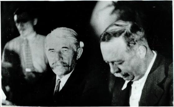 André Marty, avec Marcel Cachin, au bureau du 7e congrès, juillet-Août 1935