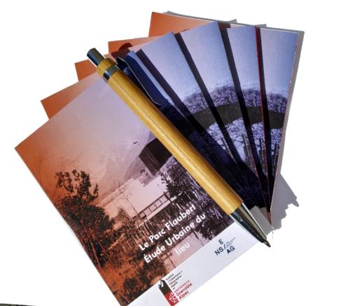 Lot distribué aux participants de l'étude : 5 journaux de bord, 1 stylo, 1 fiche contact. Avril 2019 CC BY NC ND