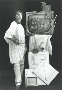 """Photographie promotionnelle pour les """"Pièces de musée"""" (1980) - Photographie : Patrick Bousquet - Fonds Michel Jaffrennou / BnF"""