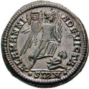 Follis de Constantin II : ALEMMANIA DEVICTA, 324-325 (RIC VII, 50 ; Wikimedia Commons).