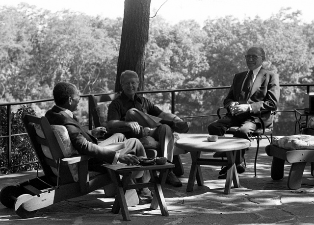 Begin, Sadate et Carter à Camp David (US Government Work, source FlickR).
