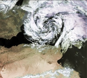 Eine Vb-Wetterlage braut sich zusammen: Ein sog. Genuatief vom 7. Oktober 1996. (Quelle: Wikimedia Commons)