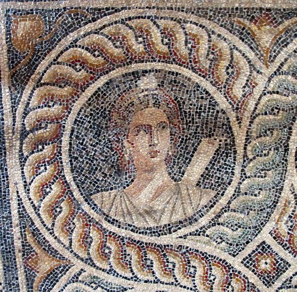 609px-Palazzo_dei_gran_maestri_di_rodi,_sala_delle_muse,_mosaico_delle_nove_muse_da_kos_01_clio