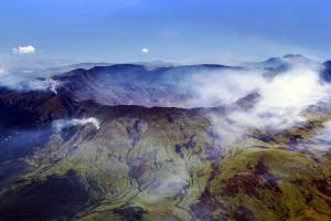 Krater des Vulkans Tambora auf der Insel Sumbawa, Indonesien. Quelle: Wikimedia Commons