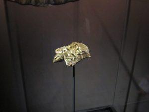 Völund erhebt sich in die Lüfte (Beschlag, vergoldete Bronze, 10. Jh. Lunds Universitets Historiska Museum, Foto: Christoph Schweiger)