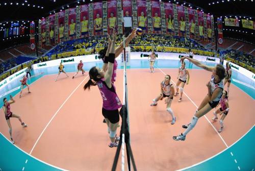 Match de volley-ball féminin opposant le Rabita Baku au club Eczacıbaşı Istanbul, 16/03/2014 lors du match pour la 3ème place de la CEV Champions League, match joué au Crystal Hall de Bakou (construit pour l'Eurovision 2012). Source Fédération européenne de volley