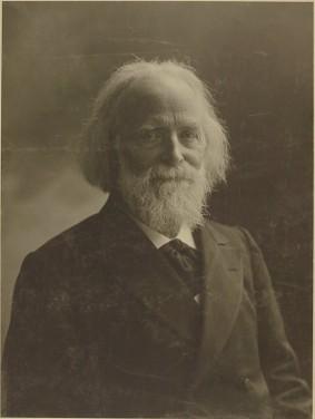 Portrait d'Élisée Reclus par Nadar. Domaine Public, source BnF http://catalogue.bnf.fr/ark:/12148/cb40588125j