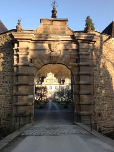 Schloss Ehreshoven, Außentor