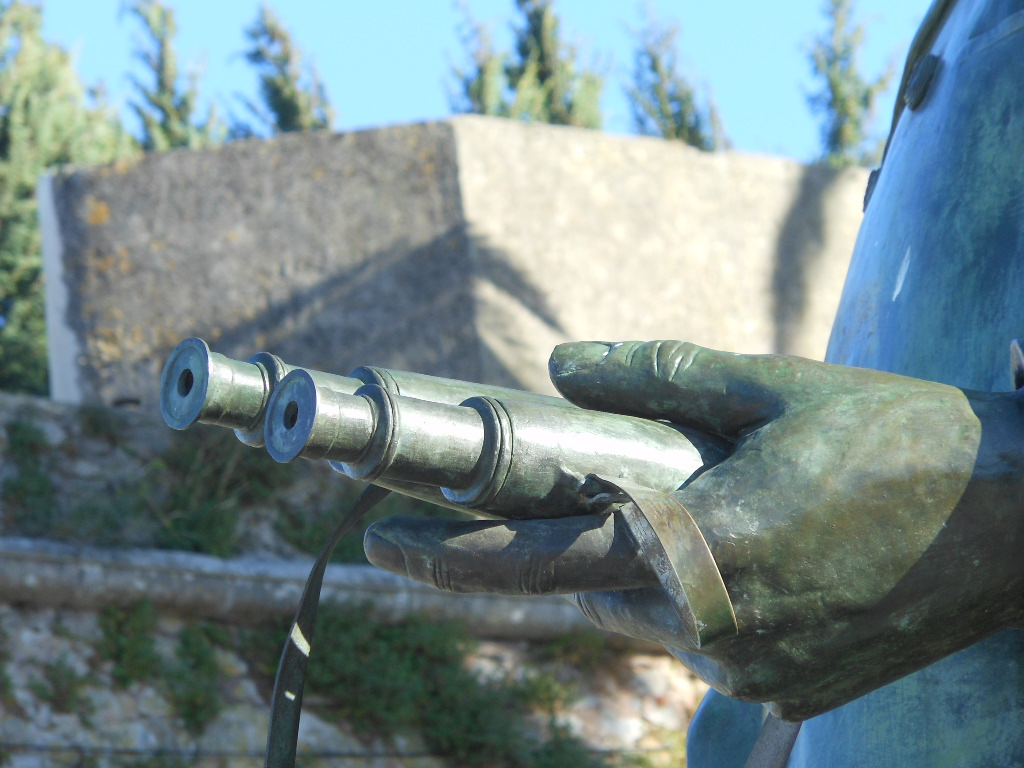 Michael Coghlan, Binoculars, CC BY-SA 2.0, 29 juin 2011 (http://bit.ly/2oSfOqH)