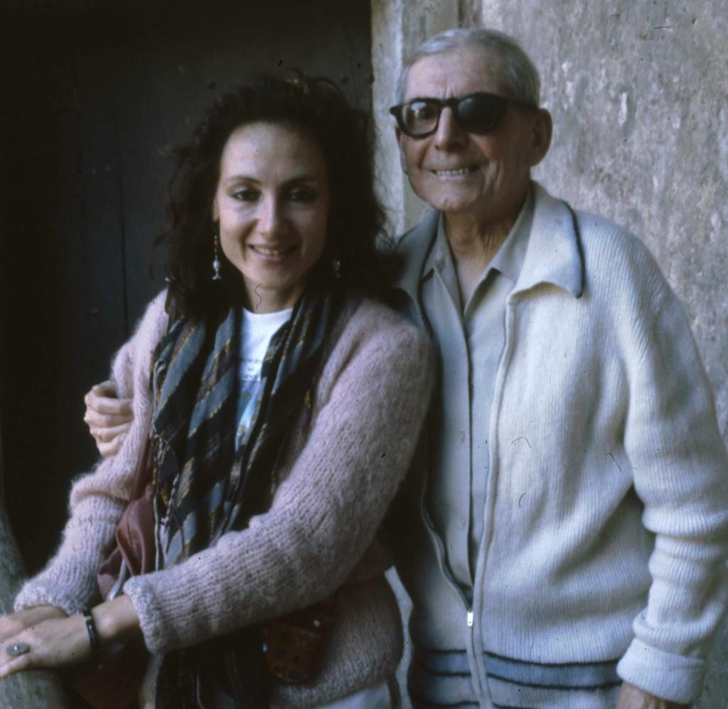 Le luthier Pierre Enel et l'enquêtrice à Mirecourt en 1982 (cliché B. Lesaing)