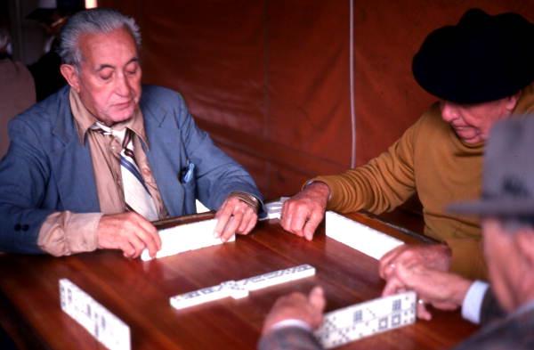 Cubains aux dominos