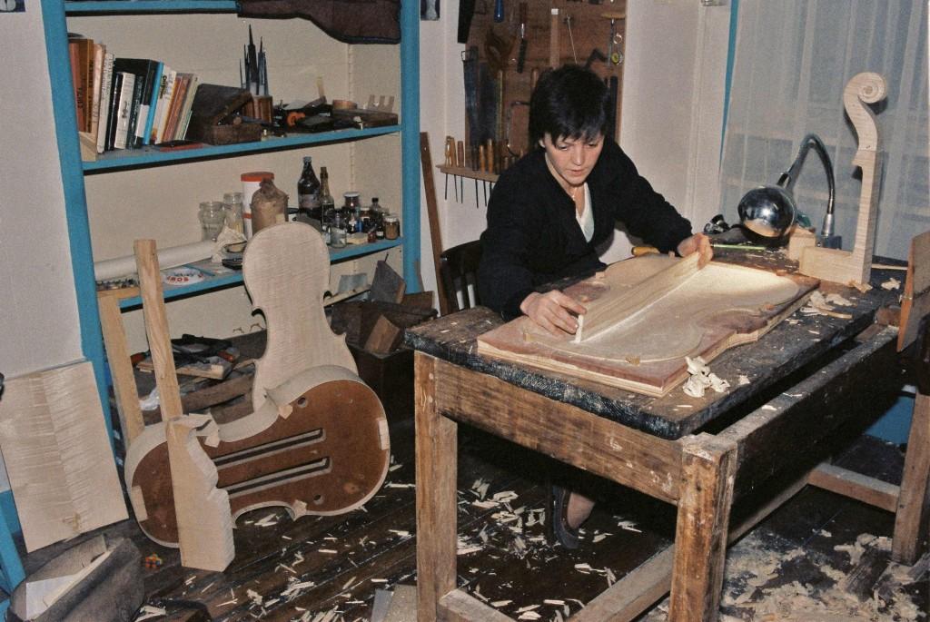 Anne Houssay dans son atelier à Lyon (cliché Marie-France Chevalier)