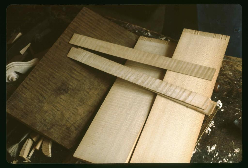 """Les """"fournitures"""" ou bois de lutherie (atelier de Pierre Claudot, 1981), cliché HCH"""