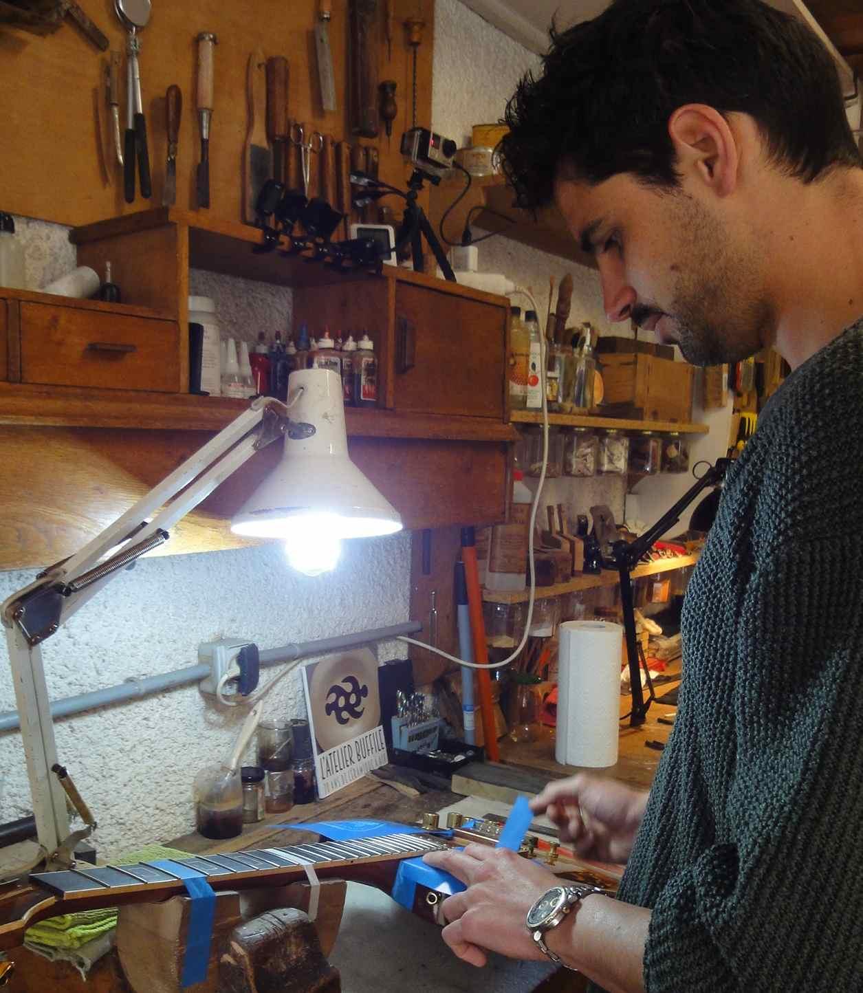 Ebeniste Aix En Provence pour l'amour de la guitare : apprendre l'ébénisterie en