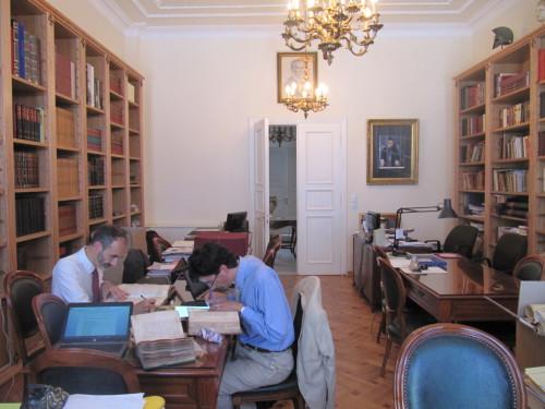Examen des manuscrits à la bibliothèque patriarcale