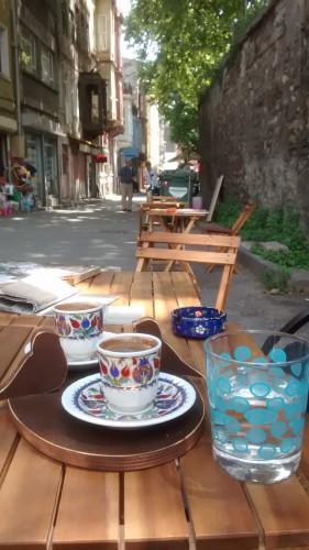 Café devant le Métochion