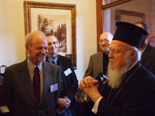 Sa Sainteté Bartholomée Ier avec les participants du colloque