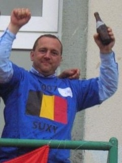 Pascal Hautenne Triple champion de Belgique - 2007, 2008 et 2010 1er vainqueur du tournoi (https://sites.google.com/site/pcbcsuxysite/Petanque-Club-Boules-Carrees-Suxy/PH.jpg?attredirects=0)