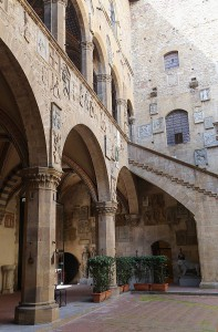 Florence, Bargello palace, Inner Courtyard (Photo: Rufus46 via Wikimedia Commons, CC BY-SA 3.0)