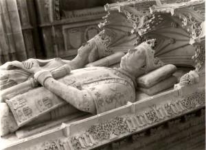 Tombeau avec gisants et devises de Jean 1er et de son épouse Philippa de Lancaster
