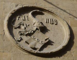 Écu armorié Onofrio Strozzi. 1419-1423. Florence, basilique Santa Trinita - Façade nord (Source: Wikimedia Commons)