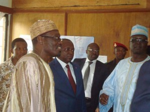 Visit of His Excellency Issa Tchiroma Bakari, Minister of Communication (left), in the Press Photo Archives  © Rosario Mazuela