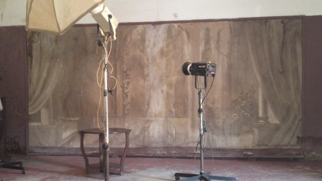 exposition portrait d un studio photo george douala. Black Bedroom Furniture Sets. Home Design Ideas