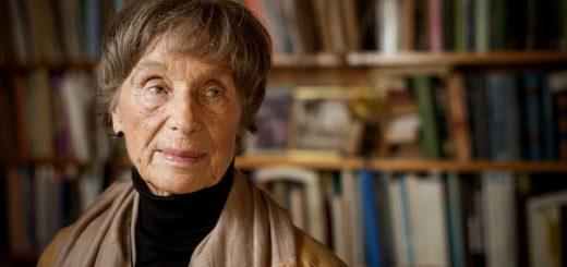 Bergen, Norge, 12. februar 2013. Historiker og kjønnsforsker Ida Blom (82) fotografert på sitt hjemmekontor på Søreide. Halve gulvet har vært dekket av et hav av Lego i over 20 år. FOTO: EIVIND SENNESET