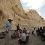 L'équipe du projet LSA Sequence lors de prospections dans le canyon du Deka Wede, bassin de Ziway-Shala /  LSA Sequence project team surveying the Deka Wede canyon, Ziway-Shala basin (© LSA project)