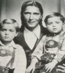 La hermana de Rosa, con sus dos hijos, muertos en Lódz