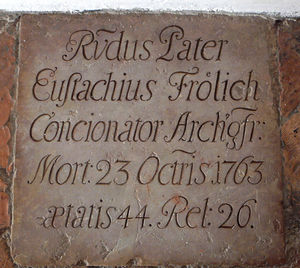 Grabplatte von P. Eustachius Frölich OESA in Mülln
