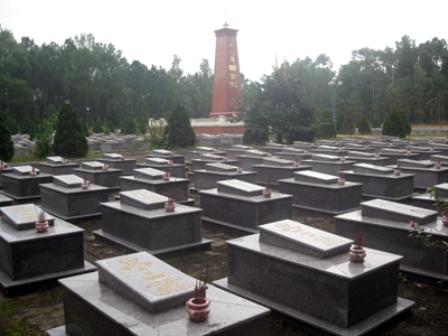 Nghĩa trang liệt sĩ TNXP Thọ Lộc, nơi tám liệt sĩ hang Tám TNXP an nghỉ cùng đồng đội.