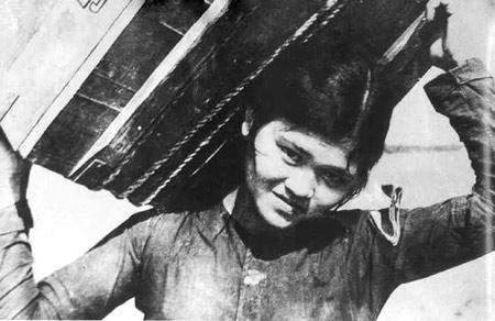 Nữ dân quân, anh hùng LLVT Ngô Thị Tuyển, một trong những ngọn cờ tiêu của cuộc chiến tranh nhân dân tại xã Nam Ngạn - Hàm Rồng (đơn vị Anh hùng - TP Thanh Hóa).