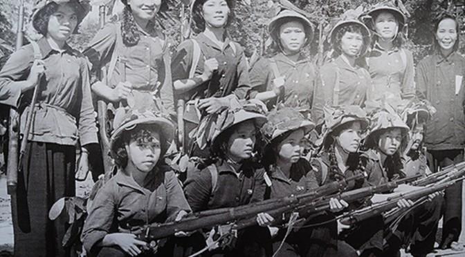 """""""Ba sẵn sàng"""" trong hồi ức một nữ TNXP Thủ đô [Nhân Dân, 04/08/2014]"""