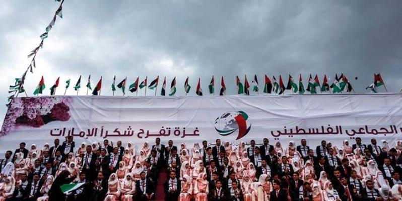 Mariage collectif à Gaza en 2015. Sur la banderolle :