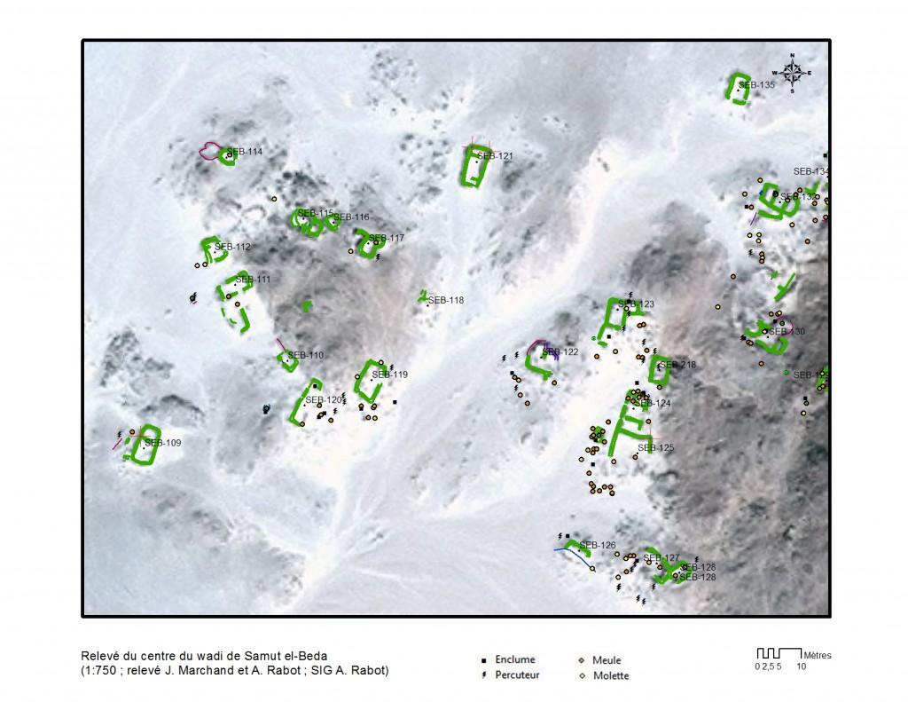 Relevé du centre du wadi Samut el-Beda ; structures et distribution des éléments de concassage (1 :750 ; relevé J. Marchand, A. Rabot ; SIG A. Rabot)
