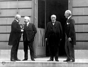 Le Conseil des Quatre à la conférence de paix - Lloyd George, Vittorio Orlando, Georges Clemenceau, et Woodrow Wilson