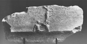 Base_votive_victoire_aux_Panathenees_IVe_s-_a-C-_Athenes_Musee_archeol-_cat-_242_