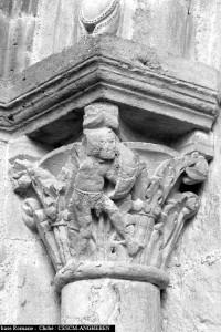 Montceaux-l'-étoile, portail, faune (cliché M. Angheben/CESCM)