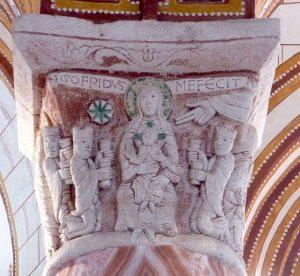 Chauvigny (86), église Saint-Pierre, chapiteau de l'adoration de mages et signature de Gofridus. (Cliché Émilie Mineo)
