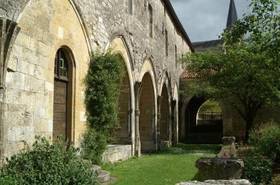 Aquitania monastica : premier bilan d'un nouveau programme de recherche