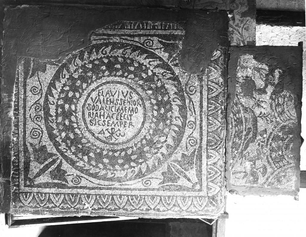 """106, 088, 01, 06. Carthage (nécropole au nord- ouest de Damous el Karita): Mosaïque funéraire de """"Flavius Valens senior"""""""