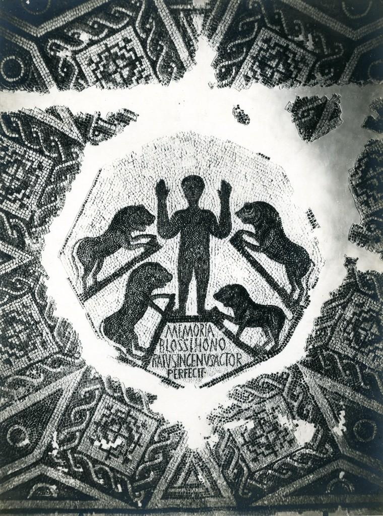106, 106, 11. Furnos Minus : mosaïque de Daniel dans la fosse aux lions